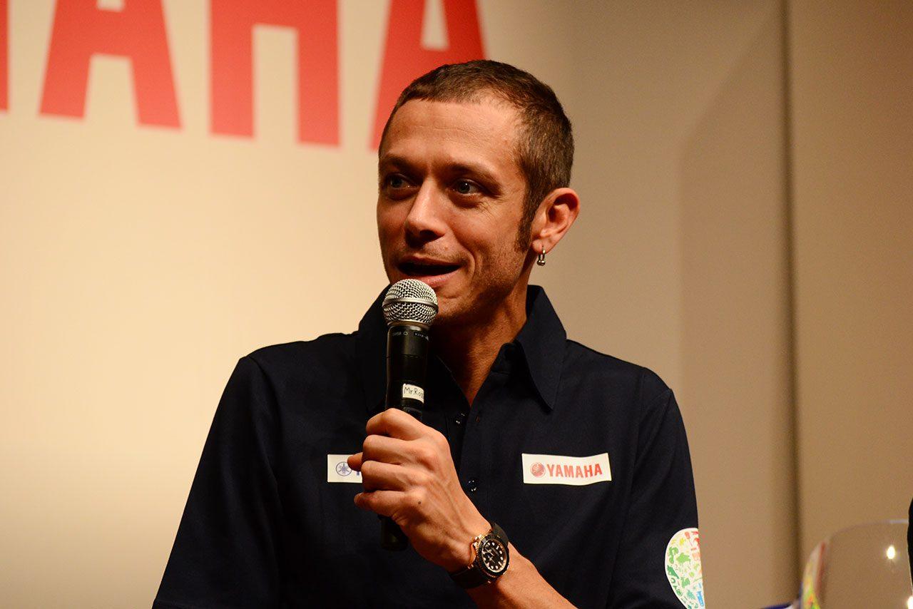 ロッシらMotoGPライダーが登場のヤマハ・ヤマハ発動機合同イベント開催。ザルコが驚きのピアノの腕前を披露