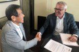 上海で『TCRシリーズジャパン』の開催権契約を締結したWSCのマルセロ・ロッティ代表とTCRJの倉下明社長