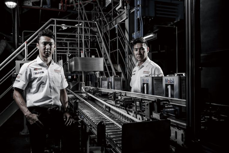 Mobile1の鶴見潤滑油工場全体を見て回った中嶋一貴と小林可夢偉