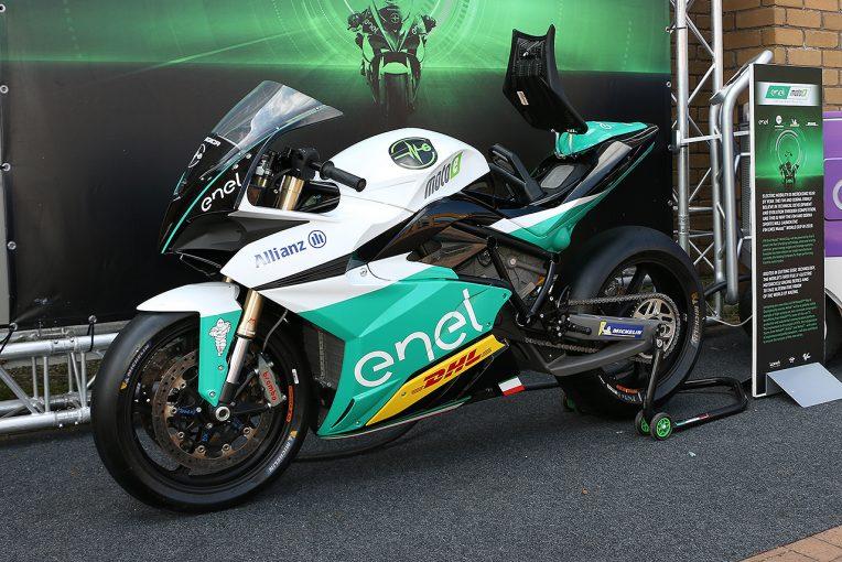 MotoGP   MotoEマシンが日本初上陸。MotoGP日本GPで元GPライダー原田哲也によるデモランも