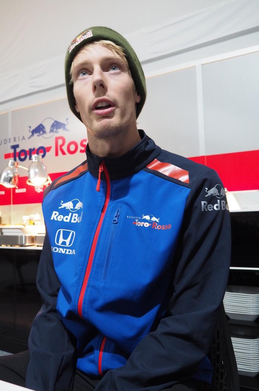 2018年F1第18戦アメリカGP木曜 囲み取材に応じるブレンドン・ハートレー(トロロッソ・ホンダ)