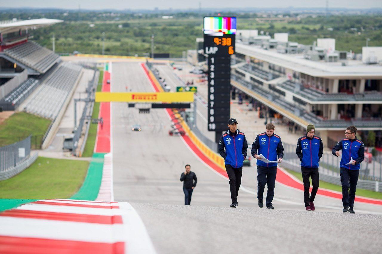 2018年F1第18戦アメリカGP木曜 コース下見をするブレンドン・ハートレー(トロロッソ・ホンダ)