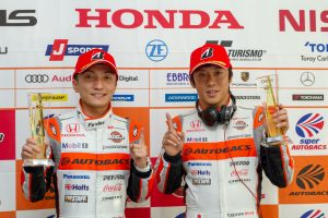 GT500クラスのポールポジションを獲得したARTA NSX-GTの野尻智紀(左)と伊沢拓也(右)