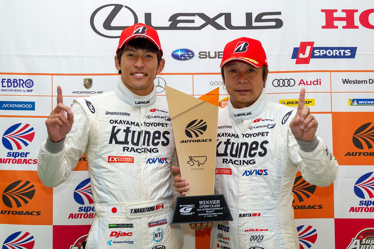 GT300最多勝記録並んだ新田守男「今年ベストのピットワークで15秒のマージンに」/GT300優勝会見