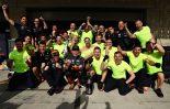 2018年F1第18戦アメリカGP マックス・フェルスタッペン(レッドブル)、2位をチームと祝う