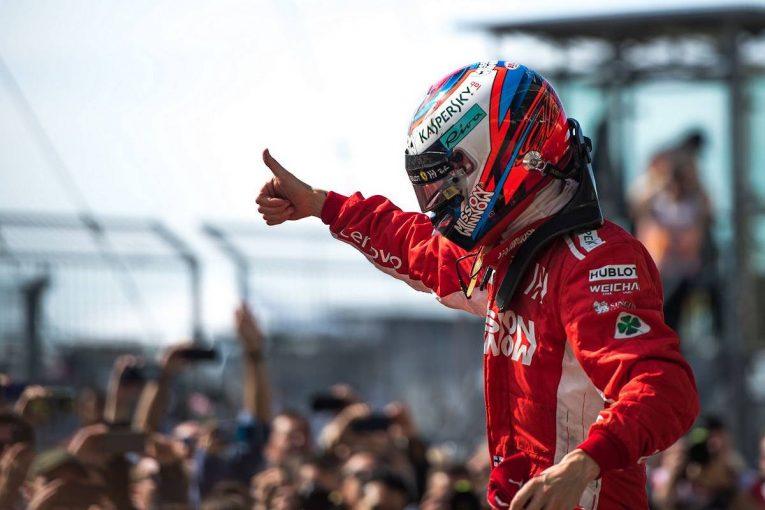 F1 | SNS特集F1アメリカGP:ライコネンの2044日ぶりの優勝にロビンくんも笑顔。レッドブルのふたりはカウボーイ仕様でノリノリ