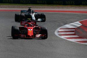 2018年F1第18戦アメリカGP キミ・ライコネン と後方から猛追するルイス・ハミルトン