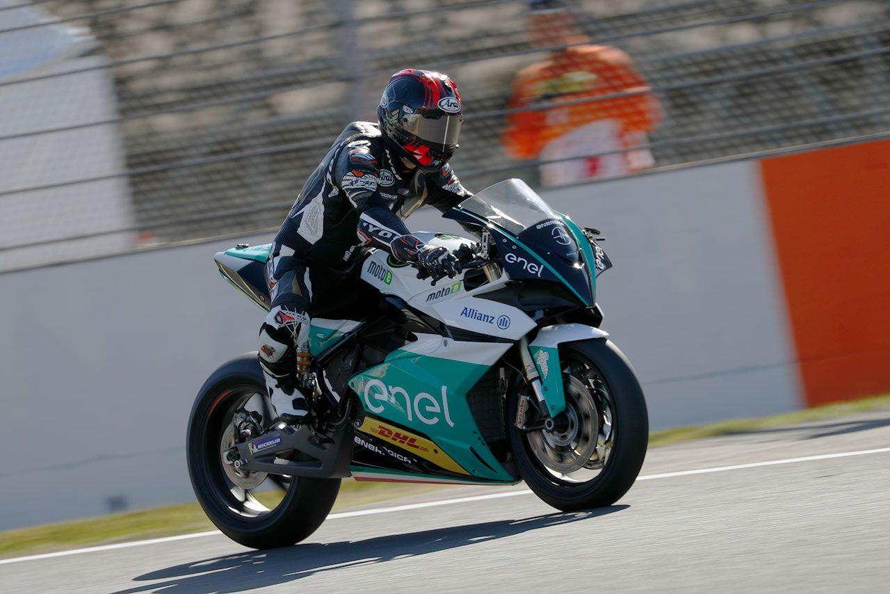 MotoGP日本GPで電動バイクを駆った原田哲也「MotoEならではの乗り方が必要」とフィーリング語る