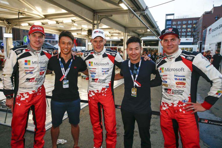 ラリー・フィンランド開催中にTOYOTA GAZOO Racing WRTを表敬訪問した中嶋一貴と小林可夢偉