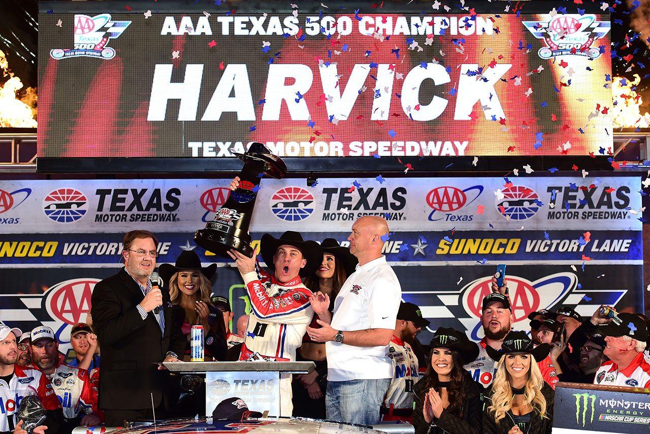 NASCAR第34戦:フォードのハービックがシーズン8勝目。タイトルかかるトヨタ勢は苦戦
