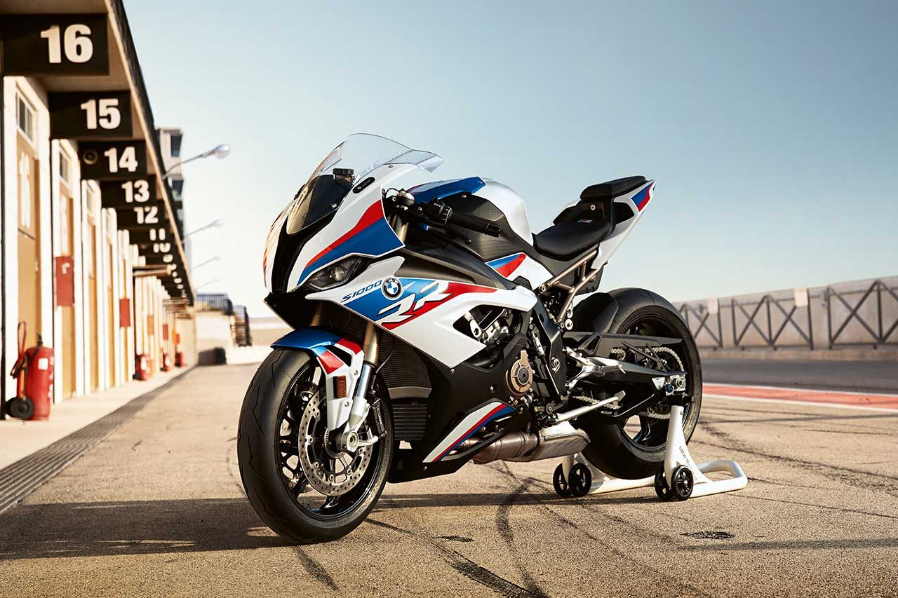 BMWが新型スーパーバイクS1000RRをEICMA2018で発表。2013年SBK王者トム・サイクスが2019年SBKで駆ることも明らかに