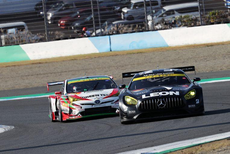 スーパーGT | 12ポイント差をタイヤ無交換作戦で大逆転。LEON AMGがシーズン初優勝で2018年チャンピオンに輝く【GT300決勝】