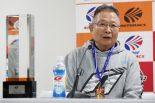 チャンピオン会見で山本尚貴、ジェンソン・バトンのふたりを称賛したTEAM KUNIMITSUの高橋国光総監督