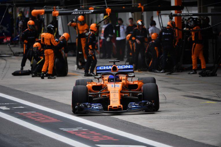 F1 | アロンソ、ペナルティで17位に降格「物事がうまく運ばなかったが、そもそも遅すぎてチャンスはなかった」:F1ブラジルGP日曜