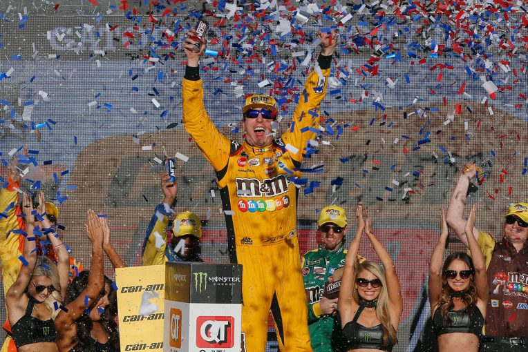 海外レース他   NASCAR第35戦:サバイバルレースでカイル・ブッシュが8勝目。トヨタは2名が王座決定戦へ