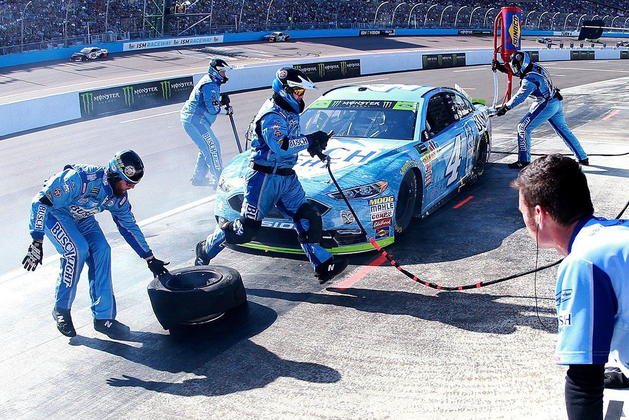 NASCAR第35戦:サバイバルレースでカイル・ブッシュが8勝目。トヨタは2名が王座決定戦へ