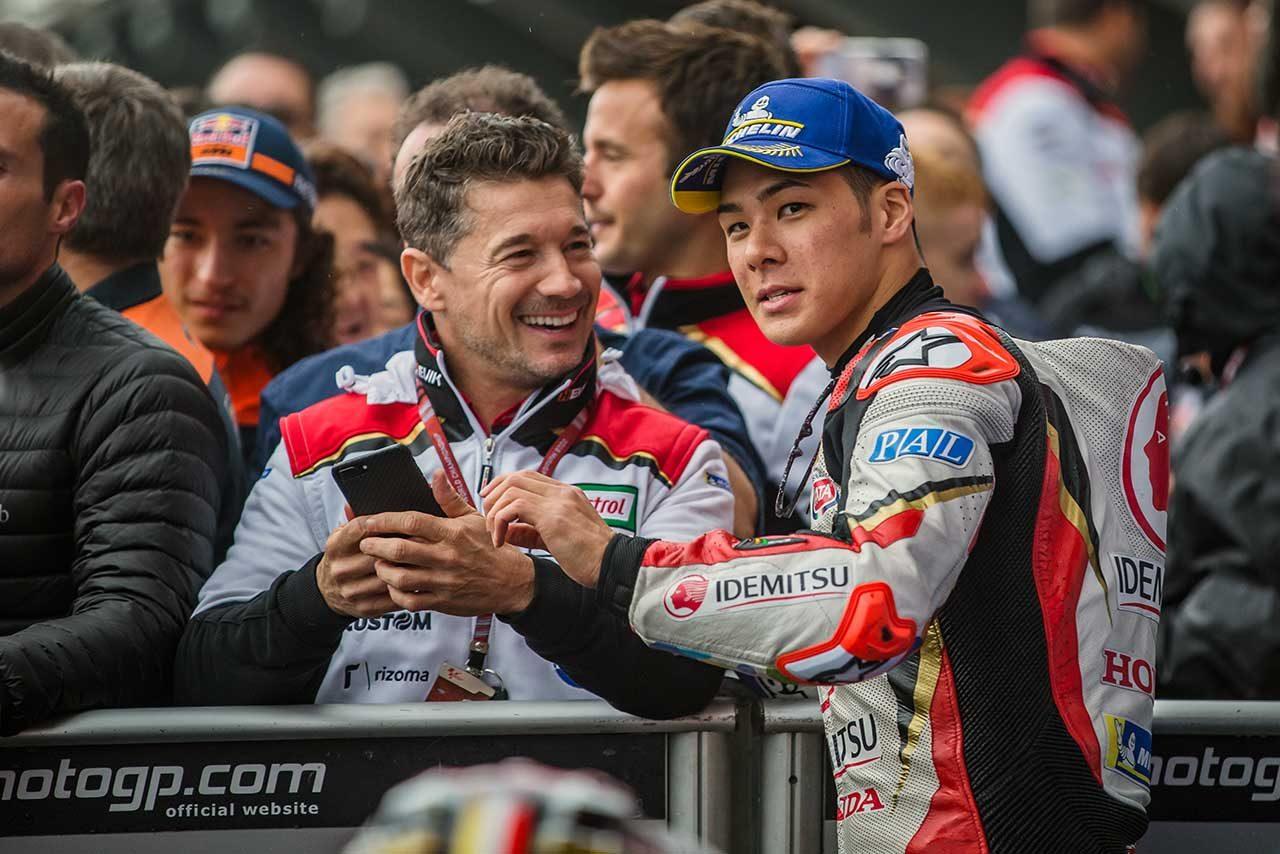 MotoGP最終戦:中上、6位獲得しパルクフェルメで歓喜。「クラッチローがアドバイスをくれた」と感謝