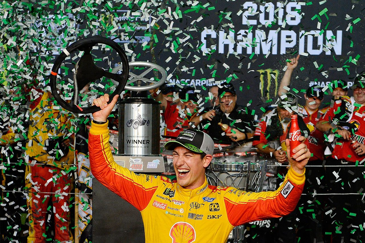 NASCAR第36戦:フォードのロガーノが優勝して自身初のチャンピオンに。トヨタは連覇ならず