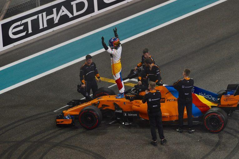 F1 | F1ラストレースのアロンソ、ペナルティ覚悟で猛追も1点に届かず「自分のキャリアを誇りに思う。これからも戦い続ける」