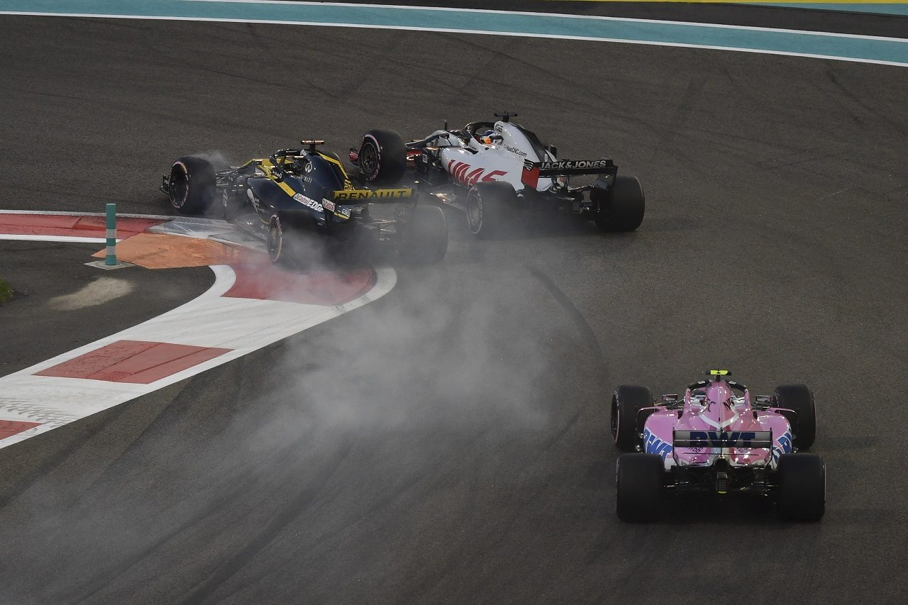 2018年F1第21戦アブダビGP ニコ・ヒュルケンベルグ(ルノー)とロマン・グロージャン(ハース)