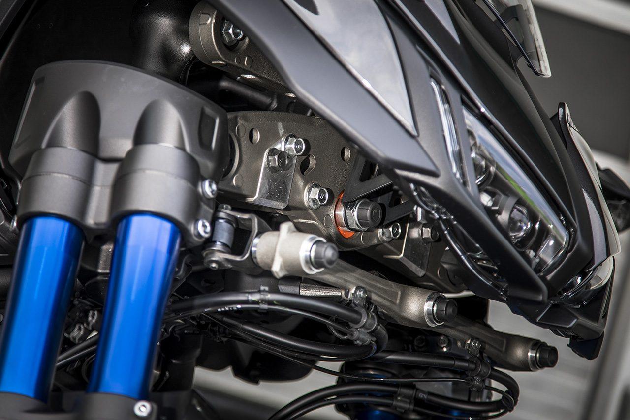 新ステアリング機構のLMWアッカーマン・ジオメトリが自然な操舵感、リーン特性がもたらす