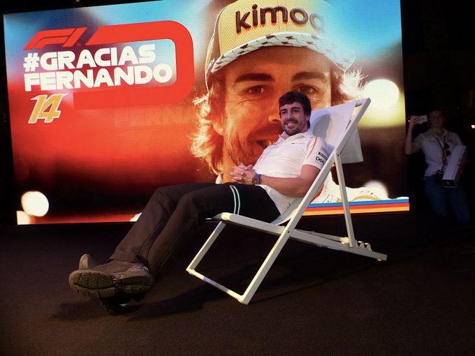 F1 | 写真で振り返る、アロンソ最後の4日間(前編):サマーチェアでの撮影に応じる機嫌のよさ