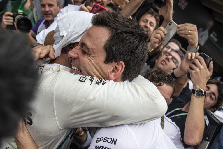 F1 | F1タイトル獲得後も勝利にこだわったハミルトンは「これまでとは別人のよう」とウォルフ