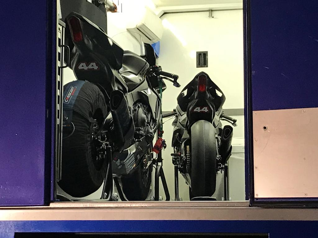 ハミルトンがスーパーバイクのテスト走行