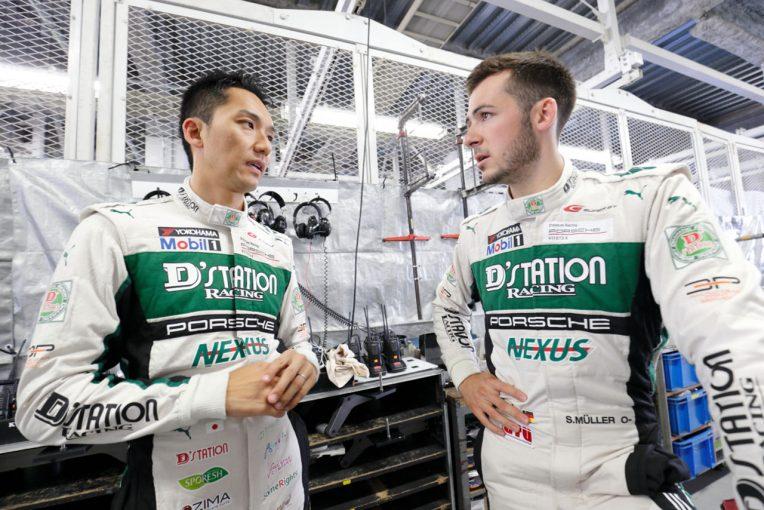 2018年、D'station Porscheをドライブした藤井誠暢(左)とスヴェン・ミューラー(右)