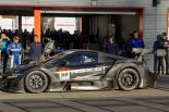 マシンを降りた佐藤琢磨もピエール・ガスリーのGT500初本格ドライブを見届けた