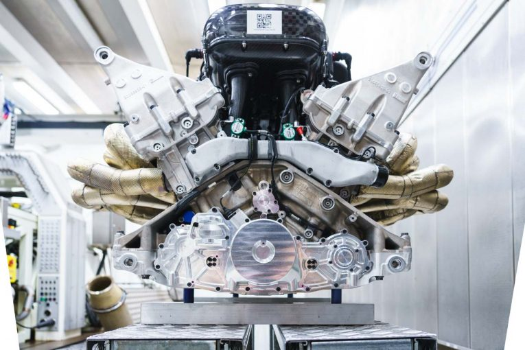 クルマ | アストンマーチン、『ヴァルキリー』用V12エンジンを初公開。1万回転超で1000馬力発揮