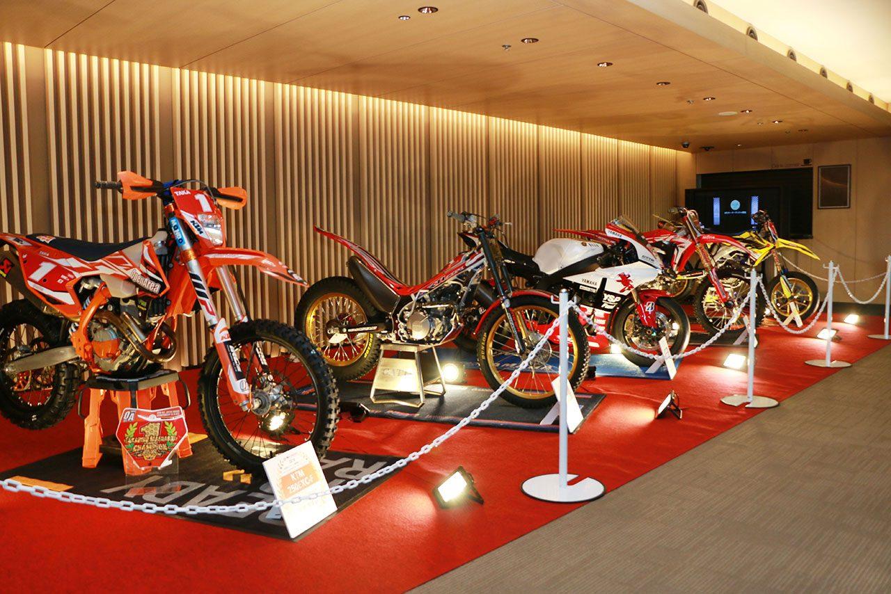 会場に飾られた各二輪カテゴリーのチャンピオンマシン
