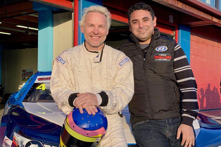 テストに参加したジャック・ビルヌーブ(左)とチームオーナーのアラン・ロード・ムニル(右)