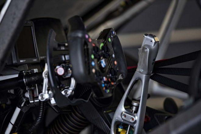 アレックス・ザナルディが乗り込むBMW M8 GTEに採用されるハンドドライブシステム