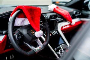 ランボルギーニがクリスマスにぴったりのサプライズ動画を公開している