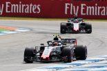 F1 | マグヌッセン、F1最高のチームメイトにバトンをあげるも「純粋なスピードではグロージャンが上」と主張