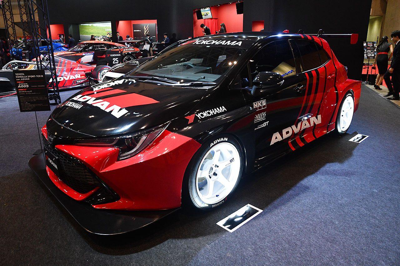仮想TCRレーシングカー!? 横浜ゴムブースの謎のカローラスポーツの狙いは