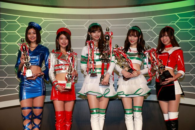 日本レースクイーン大賞2018を受賞した林ゆめさん、藤木由貴さん、グランプリに輝いた林紗久羅さん、小越しほみさん、生田ちむさん(左から)