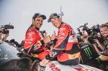 2019年大会を制したTOYOTA GAZOO Racing SAのナッサー・アル-アティヤ(左)とコドライバーのマシュー・ボウメル(右)