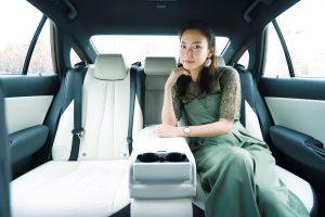 クルマ | 新型トヨタ・クラウンの座り心地にご満悦の森園れんさん
