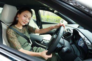 クルマ | トヨタ・クラウンを運転する森園れんさん