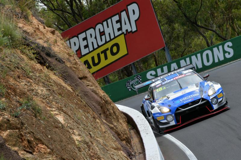 千代&松田組GT-Rが一時トップ走行もトラブル発生。42号車BMWが首位で折り返し/バサースト12時間 6時間後