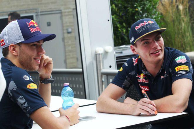 2016年F1第18戦アメリカGP マックス・フェルスタッペン(レッドブル)&ピエール・ガスリー