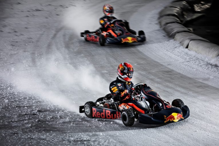 F1 | 【動画】フェルスタッペンとガスリーが氷上カート対決。レッドブル・ホンダ仕様のスーツ&ヘルメットで