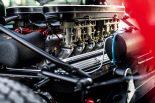 車両ミッドに横置きされるV12 DOHCエンジン