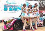 レーシングミクサポーターズ2019を務める宮越愛恵さん、荒井つかささん、月愛きららさん(左から)