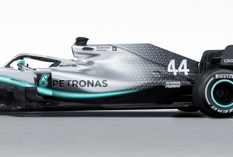 F1 | メルセデスF1、弱点克服に取り組み、新車『W10』をタイヤに優しいマシンに改善。10年目の節目でカラーリングも変更
