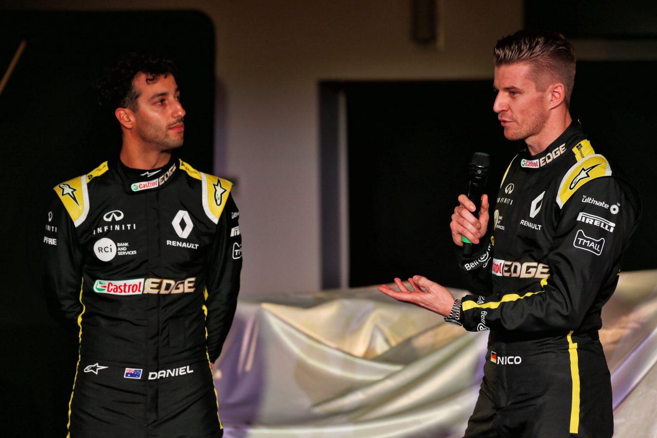 ルノーF1新車発表でのリカルドとヒュルケンベルグ