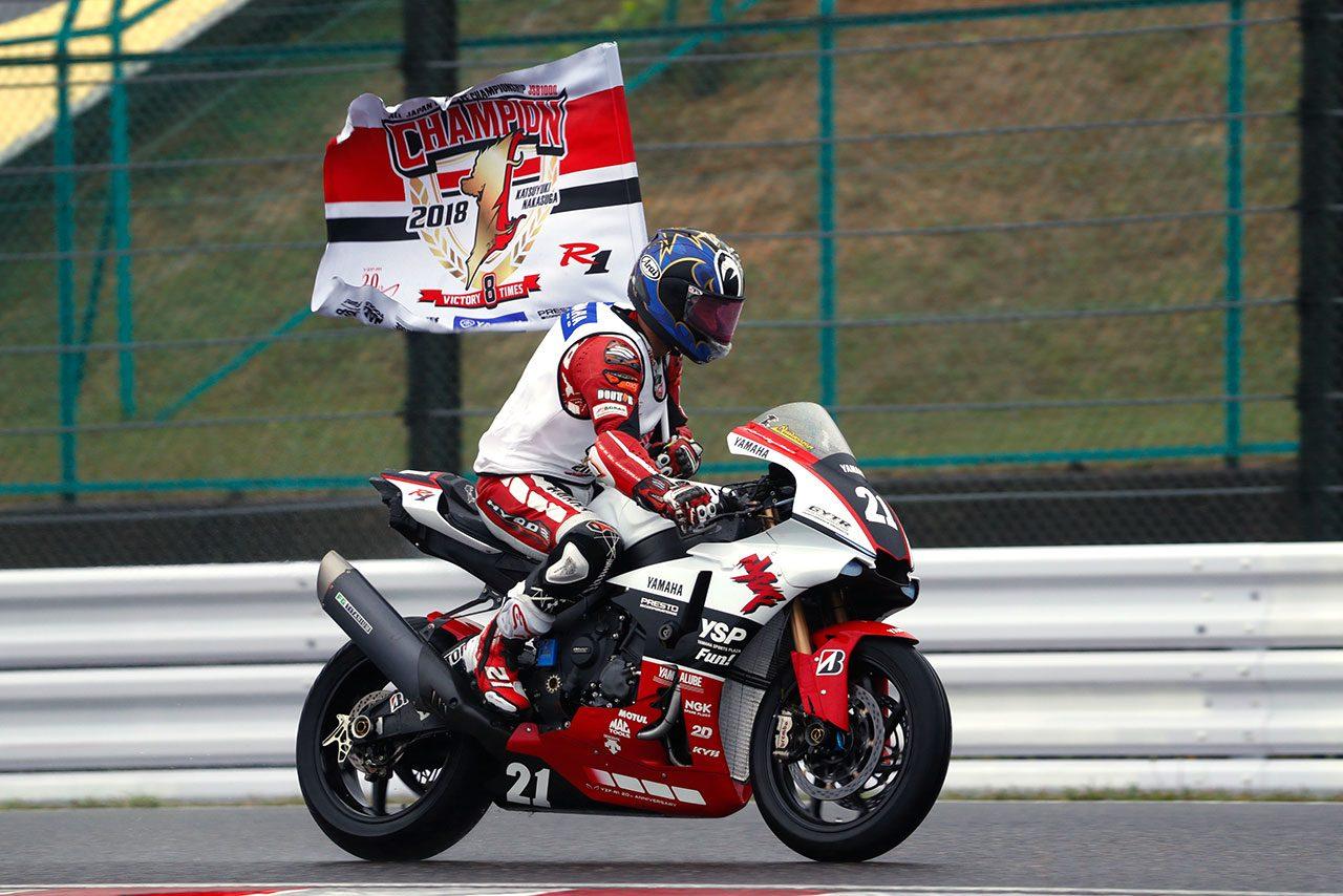 最終戦鈴鹿レース1で2位表彰台を獲得し、タイトルを決めた中須賀克行(YAMAHA FACTORY RACING)