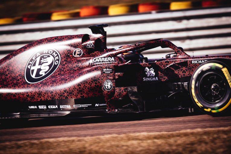 F1 | アルファロメオF1、ジョビナッツィがパーツを運び、新車シェイクダウンを無事完了。ライコネンは好感触示す